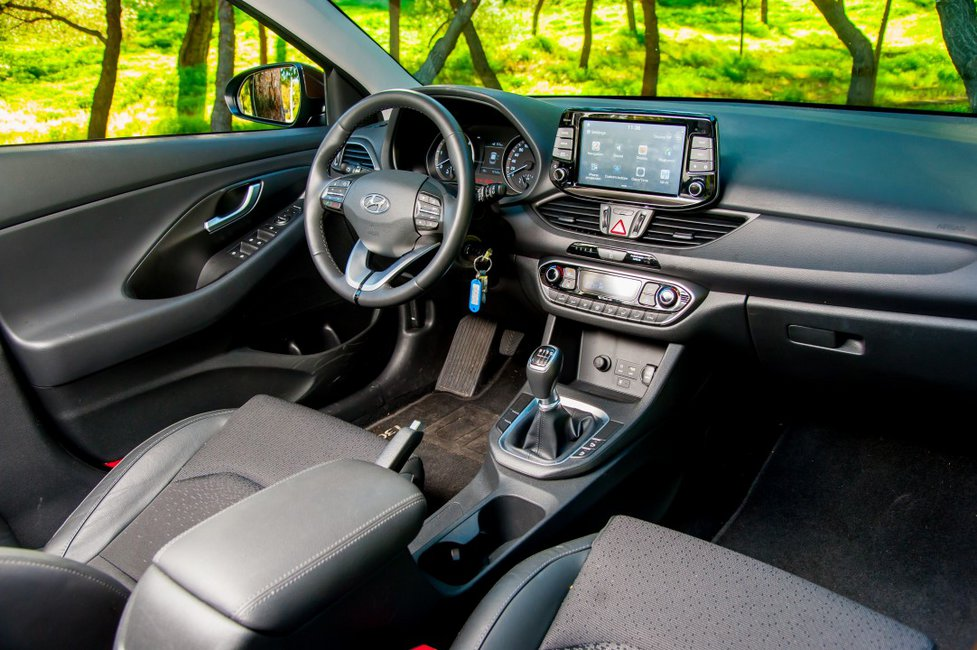 15+1 pics για το νέο Hyundai i30 1.6 CRDi 136 PS PREMIUM NAVI
