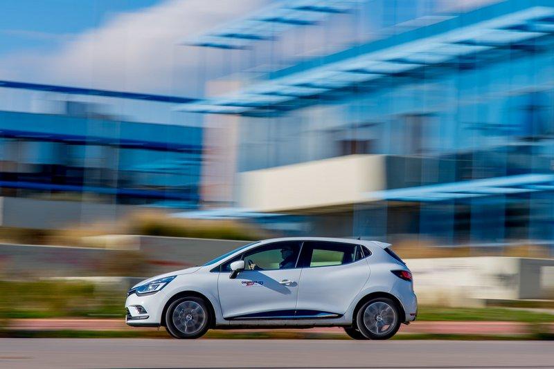 Η αθλητική σιλουέτα του νέου Renault Clio ξεχωρίζει.