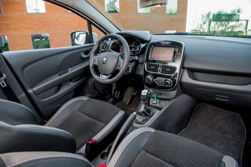 Λιτό, αλλά εργονομικό το εσωτερικό του Renault Clio.
