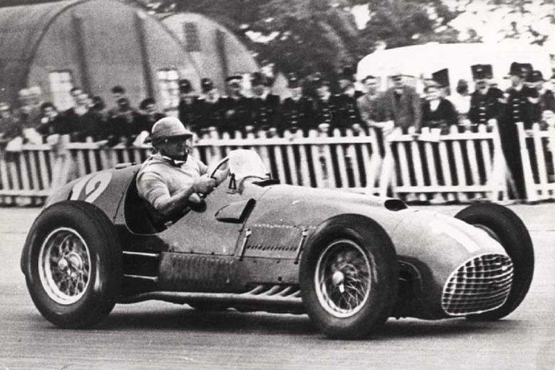 O José Froilán González θα κερδίσει στο Grand Prix του Silverstone τον Μάιο του 1950. Ήταν η αρχή της μοναδικής πορείας της Ferrari στν θεσμό.