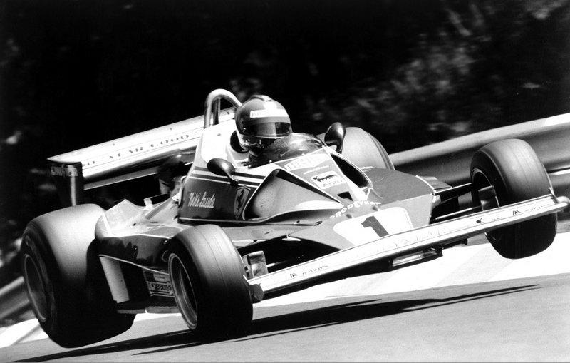 Ο Niki Lauda έχει τη δική του ιστορία με τη Ferrari. Συμμετείχε στη Formula 1 με την ιταλική ομάδα από το 1974-1977. Το 1976, στο Grand Prix του Nürburgring, είχε το ατύχημα που παραλίγο να του κοστίσει τη ζωή.