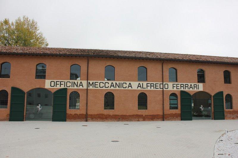 Οι εγκαταστάσεις της επιχείρησης που είχε ο πατέρας του Enzo Ferrari. Πλέον, είναι μέρος του Μουσείου της Ferrari.