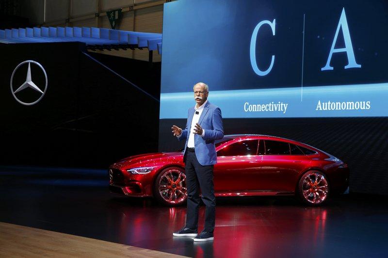 O Dieter Zetsche, CEO της Daimler AG, παρουσιάζει την Mercedes-AMG GT Concept στην 87η Έκθεση Αυτοκινήτου της Γενεύης