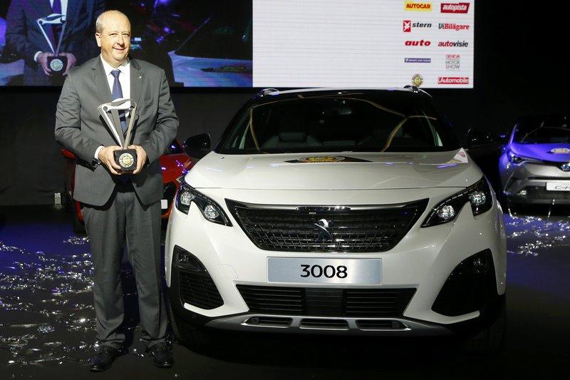 Ο Jean-Philippe Imparato, CEO της γαλλικής φίρμας φωτογραφίζεται εμπρός από το Car of the Year 2017, Peugeot 3008!