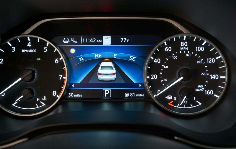 Εξίσου σύγχρονο και το εσωτερικό του Nissan Altima.