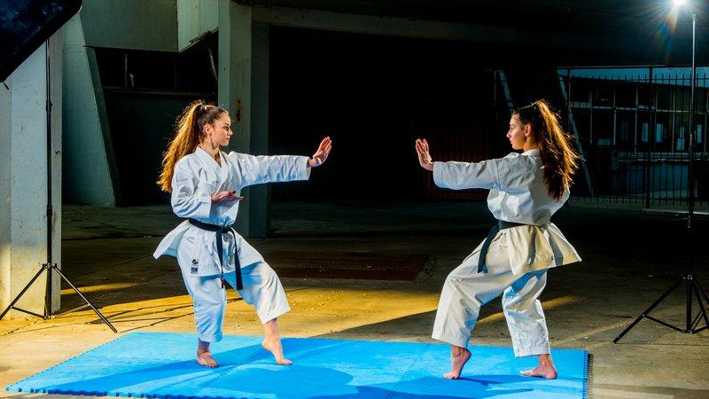 Ακρίβεια τεχνικής και άσκησης απέναντι σε φανταστικούς αντιπάλους (Kata).