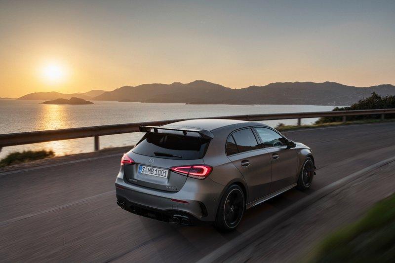 Δυνατότερη από ποτέ και η νέα Mercedes-AMG CLA45 με την απίστευτη αναλογία των 210,5 ίππων ανά λίτρο!