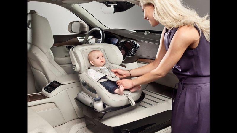 Μόνο με τα ειδικά καθίσματα μπορεί να μεταφερθεί ασφαλώς ένα μωρό.