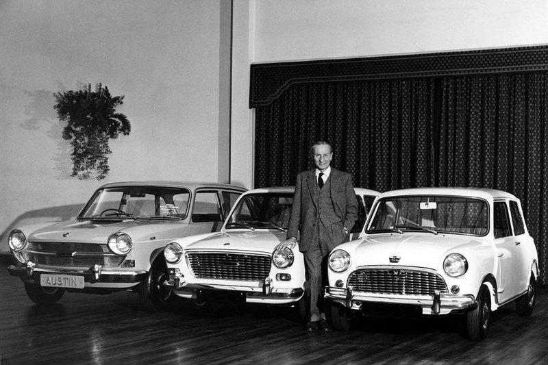 Αρχικά το Μini διέθετε κινητήρα 848 κ.εκ με ισχύ 34 ίππων, το 1961 κυκλοφόρησε η έκδοση Cooper με κινητήρα 997 κ.εκ., λίγο αργότερα μια έκδοση με κινητήρα 998 κ.εκ., και τέλος η έκδοση S, με κινητήρα 1.275 κ.εκ. και ισχύ 75 ίππων στις 5.800 στροφές ανά λεπτό.