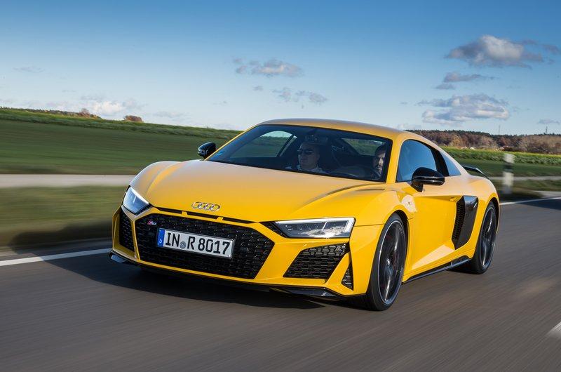 Το νέο Audi R8 έχει τελική ταχύτητα 324 km/h και επιταχύνει τα 0-100 km/h σε μόλις 3,4 sec.