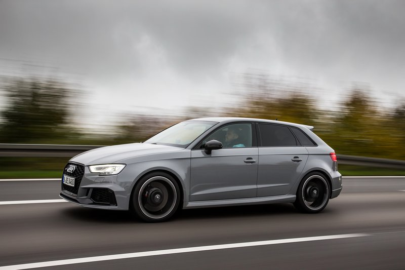 To Audi RS 3 παραμένει επίκαιρο οδηγικά...