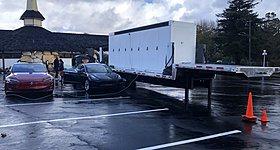 Με φορητούς σταθμούς φόρτισης απαντά στις ουρές χιλιομέτρων η Tesla