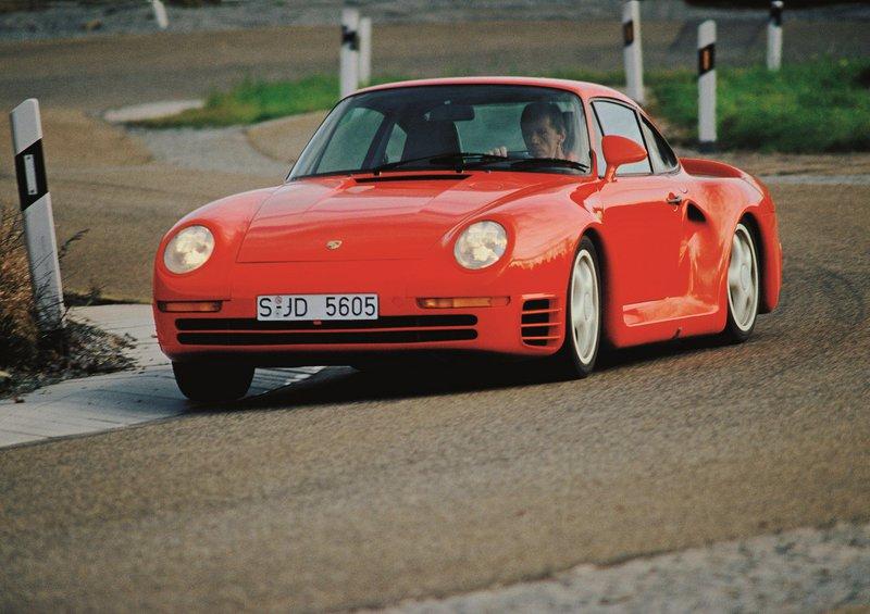 Ο Walter Röhrl οδηγεί την 959.