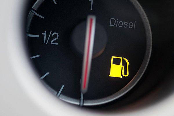 Πόσο κακό είναι να οδηγούμε με ελάχιστο καύσιμο στο ντεπόζιτο;