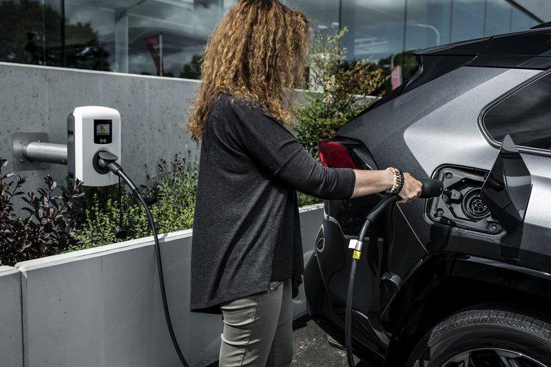 Toyota RAV4 Plug-in Hybrid: Με 306 ίππους και κατανάλωση 1,0 λίτρου!
