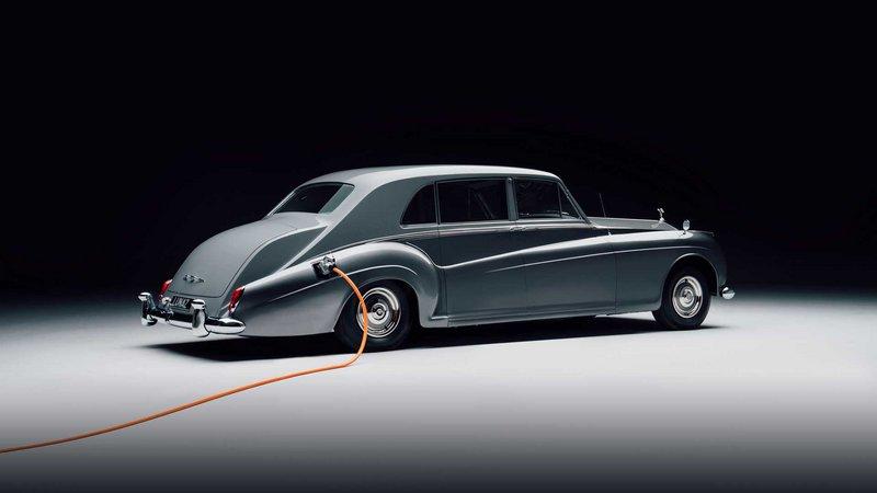 Ακόμη και retro ηλεκτρικές προτάσεις αναμένεται να δούμε, όπως η Rolls Royce Phantom V, μια κλασσική limo με... μπαταρίες!