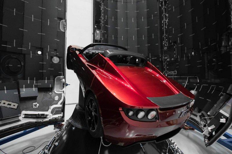Tesla: Έφτασε στον πλανήτη Αρη το αυτοκίνητο του Elon Musk