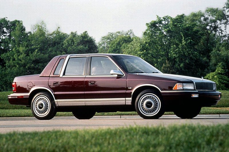 Βάση για το ιδιότυπο  αυτοκίνητο-βάρκα  αποτέλεσε το Chrysler LeBaron το οποίο αγοράστηκε μόλις 700 δολάρια.