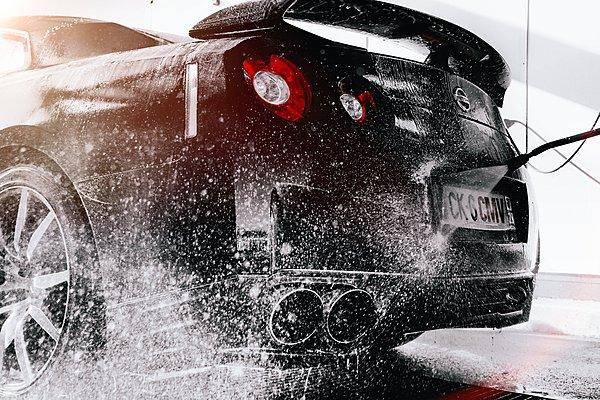 Πώς να πλύνεις το αυτοκίνητό σου χωρίς να καταστρέψεις το χρώμα (Video)
