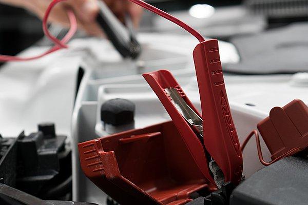 Πώς θα διατηρήσετε τη μπαταρία του αυτοκινήτου σας πάντα σε «φόρμα»