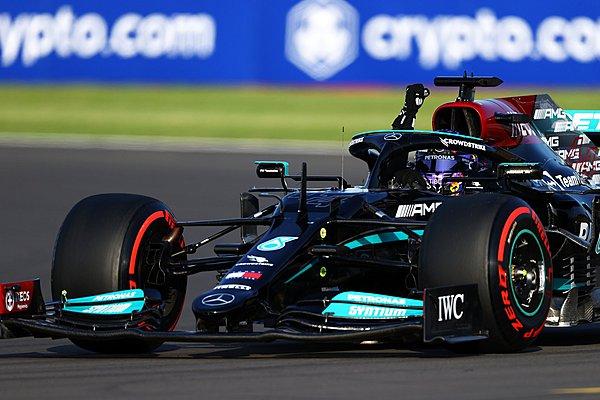 Ο Hamilton δεν θα έστριβε στην Copse, πιστεύει η Red Bull