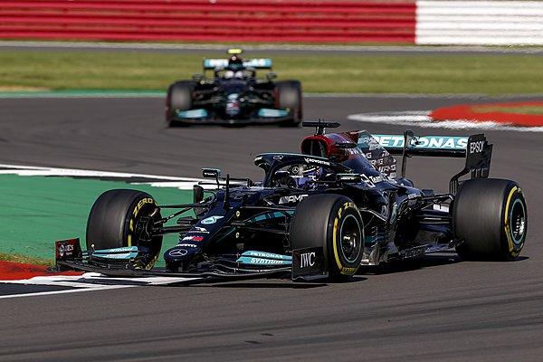 Οι αναβαθμίσεις της Mercedes έκλεισαν τη διαφορά από τη Red Bull