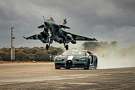 Αγγίζοντας το όριο με Bugatti Chiron Sport και Dassault Rafale Marine!