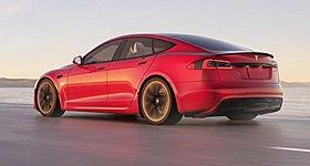 Δείτε αυτό το Tesla Model S Plaid να κερδίζει στο drag strip την Porsche Taycan Turbo S (video)