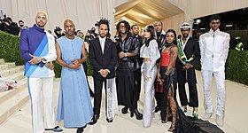 Πώς ο Lewis Hamilton βοήθησε άσημους σχεδιαστές στο Met Gala