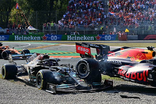 Horner για το ατύχημα Hamilton-Verstappen: Έπρεπε να τιμωρηθούν κι οι δύο