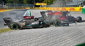 Ο Verstappen εξηγεί γιατί δεν έλεγξε τον Hamilton μετά το ατύχημα στη Μόντσα