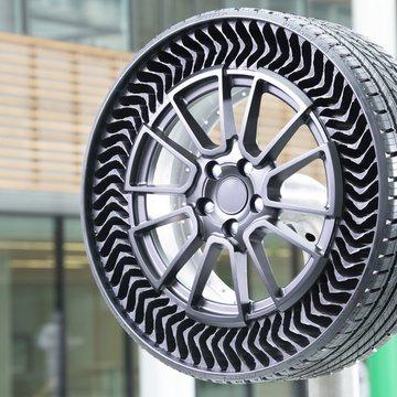 Η Michelin έφτιαξε τα πρώτα ελαστικά χωρίς αέρα! (Video)
