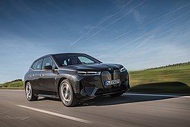 Οδηγούμε στη Γερμανία την ηλεκτροκίνητη BMW iX xDrive50 με τις κορυφαίες τεχνολογίες